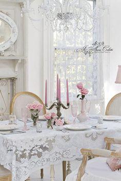 La sala da pranzo è un meraviglioso luogo di convivialità, dove è bello vivere momenti speciali con chi si ama.