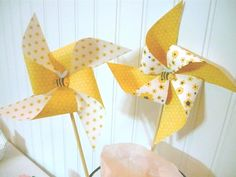 DIY PRINTABLE Bumble Bee pinwheels for birthdays or baby shower