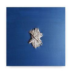 GIUSI LOISI artwork www.giusiloisi.it -ANNODANZE: corda cucita su tela blu. art: rope sewn on blue canvas - corde cousue sur toile bleu - www.giusiloisi.it