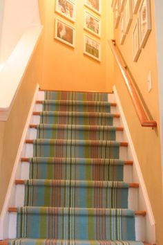 Hooray for Dash & Albert as stair runners! What am I going to be when I grow up?: How to Install a Dash and Albert Rug as a Stair Runner Hallway Carpet Runners, Carpet Stairs, Stair Runners, Staircase Runner, Dash And Albert Runner, Stairway To Heaven, Floor Rugs, Stairways, Decoration