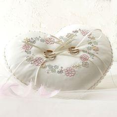 【6/20予約】リングピロー<スイートハート> Wedding Ring Cushion, Wedding Pillows, Cushion Ring, Christmas Napkins, Fun Crafts, Weaving, Flower Baskets, Wedding Rings, Embroidery