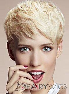 Foto: Hair: Marie Bidart for Camille Albane Paris Colour: Marie Bidart Photo: Nicolas Valois Make up: Topolino Pixie Cut With Bangs, Short Hair Cuts, Short Hair Styles, Pixie Cuts, Pixie Hairstyles, Pixie Haircut, Haircuts, 100 Human Hair, Human Hair Wigs