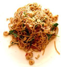 Ik ben een groot van fan van volkoren pasta en spaghetti en probeer dan ook graag allerlei variaties uit. Zo kwam ik afgelopen weekend dit recept van Jamie Oliver tegen. Het resultaat: een super sn…