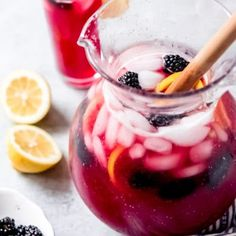 easy lemonade recipe Homemade Blackberry Lemonade is the perfect drink for spring or summer! Our family loves this easy lemonade recipe with a fun berry twist! Easy Lemonade Recipe, Homemade Lemonade, Easy Orange Julius Recipe, Authentic Carne Asada Recipe, Chicken Kabob Marinade, Southern Tomato Pie, Homemade Aioli, Italian Cream Soda, Chocolate Chunk Cookies