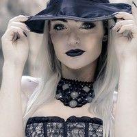 Laura Keller faz ensaio exclusivo inspirado no Halloween
