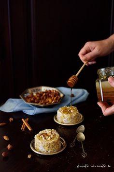 Arpacaș fiert în lapte cu scorțișoară, miere și nuci Essen To Go, Sweets Recipes, Cooking Recipes, Good Food, Yummy Food, Healthy Food, Romanian Food, Something Sweet, Caramel Apples