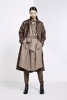 See the complete Issey Miyake Pre-Fall 2015 collection.