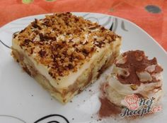 Pecan Bars - This is my new go-to recipe for pecan bars. These pecan bars are are unique in that the crust is made from a can of refrigerated crescent rolls. Pecan Bars, Czech Recipes, Ethnic Recipes, Cake Cafe, Crescent Rolls, Nutella, Banana Bread, Cake Decorating, Cheesecake