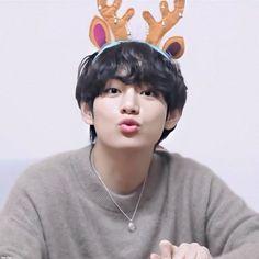 Daegu, V Bts Cute, I Love Bts, V Bts Wallpaper, Kim Taehyung, Bts Lockscreen, Bts Pictures, Bts Bangtan Boy, Taekook