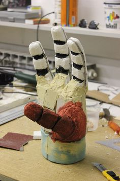 Hellboy: Right hand of doom - scratch build! Up Halloween Costumes, Halloween Cosplay, Halloween Night, Halloween Art, Cool Costumes, Cosplay Costumes, Cosplay Tutorial, Cosplay Diy, Cosplay Makeup