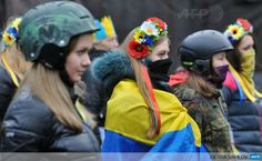 UKRAINE, Kiev : Activists of Maidan self-defence wearing helmets and crowns of flowers watch Kiev's communal services remove an opposition barricade on Grushevsky street in order to allow limited car. Revolution, Ukraine Women, Bless The Child, Fight For Freedom, Near Future, Ukrainian Art, Unique Trees, Women In History, Feminism