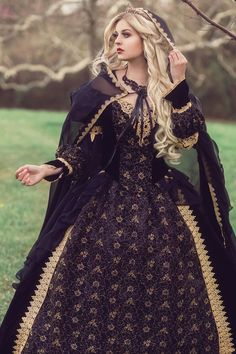 kleider hochzeit Custom Black and Gold or Silver Gothic Sleeping Beauty Medieval Fantasy or Wedding Gown Your . Medieval Dress, Renaissance Dresses, Medieval Clothing, Medieval Fantasy, Gypsy Clothing, Steampunk Clothing, Wedding Dress Black, Wedding Gowns, Gold Wedding