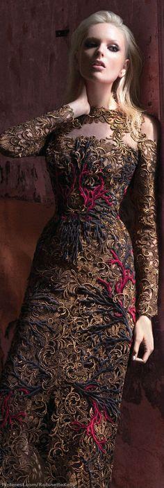 Valentino, f/w Couture © Benjamin Kanarek. Fashion Moda, High Fashion, Fashion Beauty, Womens Fashion, Beautiful Gowns, Beautiful Outfits, Alexandre Mcqueen, Karl Lagerfeld, Costume