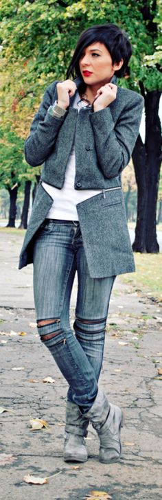 Denim: Distressed Denim Jeans |  Street Style  <3