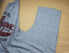 WobiSobi: Weaved Back Tank, DIY Umgestaltete Shirts, Diy Cut Shirts, T Shirt Diy, Diy Clothes Refashion, Shirt Refashion, Diy Cutout Shirt, Customised Clothes, T Shirt Weaving, Shirt Alterations