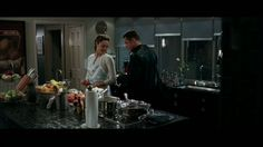 Cozinha MARMORE NERO MARQUINA - Filme Mr & Mrs Smith #CozinhaMarmore #MarmoreNeroMarquina #NeroMarquina #BancadaMarmore #TampoMarmore
