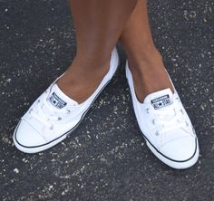 Casual Inspiration No. IV: White on Navy Striped Jersey Dress White Converse Outfits, Chuck Taylor Shoes, Converse Chuck Taylor All Star, Cute Sneakers, Converse Sneakers, Converse Shoreline, Striped Jersey, Swag Outfits, Shopping