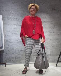 Over 50 Womens Fashion, Fashion Over 50, Stylish Older Women, Crochet Jacket, Mom Style, Plus Size Women, Look, Personal Style, Fashion Dresses