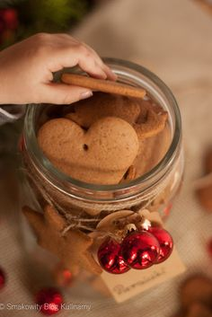 Świąteczne pierniczki Christmas Deserts, Christmas Baking, Spice Cookies, Cake Cookies, Polish Recipes, Baking Recipes, Food And Drink, Ice Cream, Spices