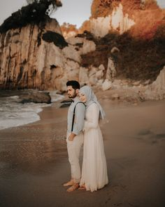 Image may contain: 2 people, outdoor Cute Muslim Couples, Romantic Couples, Wedding Couples, Cute Couples, Muslim Wedding Ceremony, Muslimah Wedding Dress, Islam Marriage, Wedding Couple Poses Photography, Foto Wedding
