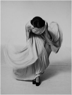 move... Model in Madame Grès creation.