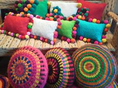 Make pillows out of circular weavings Almohadones Rectangulares con Pompones Hechos En Telar Crochet Cushions, Sewing Pillows, Crochet Pillow, Arts And Crafts, Diy Crafts, Tapestry Weaving, Crochet Designs, Boho Decor, Decorative Pillows