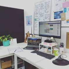 I'm thinking about staring a post series on how I run my blogs including how I manage my time my staff systems process and tools. Would you guys find that useful? What would you want to know?  And Ps look at how clean my desk is feeling zen AF right now  #bloglife #blogging #desk by secretbloggersbusiness