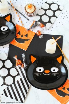 Plan the Purr-fect Halloween party for friends and friends! Halloween party ideas