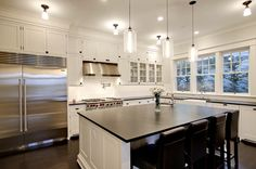 Cloud White 967 by Benjamin Moore, 48″ Wolf Gas Range with Charbroiler & Griddle, Niche Modern Bella Pendant.