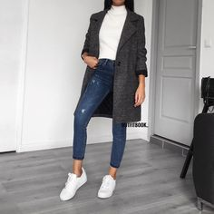 Outfits/ Looks I wanna have Casual street style with jacket Casino Domicile: Pourquoi il Vaut Mieux Sneakers Fashion Outfits, Mode Outfits, Trendy Outfits, Winter Outfits, Looks Style, My Style, Mode Ootd, Business Outfit, Casual Street Style