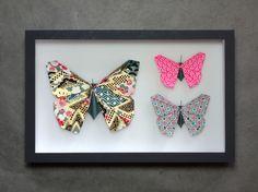 """Papillons en origami """"Cabinet de curiosité"""" rose fluo, bleu et doré : Accessoires de maison par pieces-montees"""