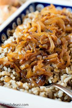 Mujadarra - Don't be fooled by the simple ingredients in this classic Middle Eastern dish! A delicious side made from caramelized onions over lentils and brown rice. Simple but delicious! <<+cauli and carrots>> Veggie Recipes, Indian Food Recipes, Great Recipes, Vegetarian Recipes, Cooking Recipes, Favorite Recipes, Healthy Recipes, Rice Recipes, Easy Lentil Recipes