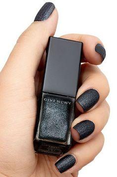 black matte nailpolish