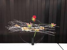 "@greengreenflash on Instagram: ""クリスマスツリーリース  #flowers#flowerstagram #花好きな人と繋がりたい #花のある暮らし#flowers🌸 #fleur#緑のある暮らし#japan_photo_now #sogetsuikebana#sogetsu#草月…"" Zen Gardens, Cylinder Vase, Ikebana, Flower Arrangements, Winter, Flowers, Instagram, Home Decor, Winter Time"