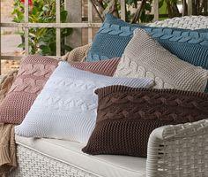 Crochet Pillows, Knitted Cushions, Knit Pillow, Diy Pillows, Knitted Blankets, Wool Blanket, Crochet Hooks, Throw Pillows, Knitted Cushion Covers
