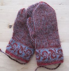 Lappone: Twined Knitting projects 2009-2010 (tvåändsstickning). #mittenS:-)