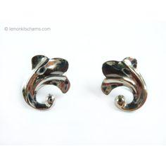 Vintage 1950s Silvertone Floral Motif Earrings, Screw-back clips.    https://carousell.com/p/vintage-1950s-silvertone-floral-motif-earrings-screw-back-clip-er686-129084624/