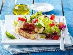 Gemischter Salat mit Käse-Schinken-Sticks aus Salakis Natur und Parmaschinken. Erst mit Honig bepinseln, dann knusprig braten.   Kalorien: 540 Kcal - Zeit: 40 Min.   http://eatsmarter.de/rezepte/gemischter-salat-mit-kaesesticks
