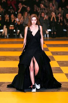 US model Gigi Hadid presents a creation by Off-White during the Women's Fall-Winter Ready-to-Wear collection fashion show in Paris, on February (Photo by Philippe LOPEZ / AFP) (Photo credit should read PHILIPPE LOPEZ/AFP/Getty Images) Vogue Fashion, Fashion Shoot, Fashion Week, Runway Fashion, Fashion Outfits, Looks Gigi Hadid, Estilo Gigi Hadid, Gigi Hadid Outfits, Streetwear