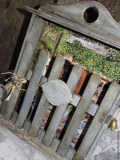 Купить или заказать Ключница ' На улочках Родоса' в интернет-магазине на Ярмарке Мастеров. Родос - главный остров архипелага Южные Спорады (Додеканиса), который находится в Эгейском море. По легенде, когда Родос поднялся из моря, Аполлон был очарован его красотой и наделил его своим благословением. И сейчас можнопогулять по острову,посидеть в маленькой кафешке, пройтись по маленьким магазинчикам с сувенирами. Вот и моя ключница,похожа ,на тот маленький магазин. Пове…