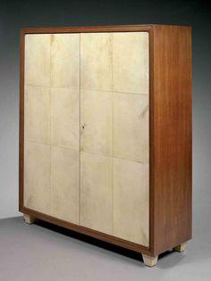 Jean-Michel Frank (1895-1941) & Adolphe Chanaux (1887-1965) armoire en chêne à piétement tronconique à pans coupés gainé de galuchat
