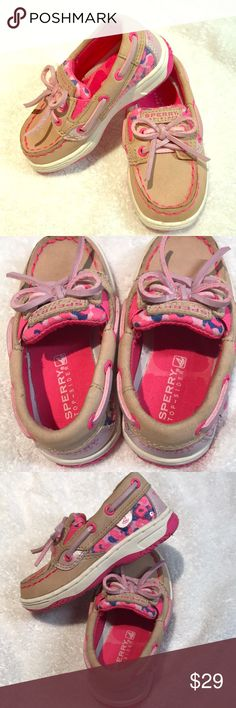Sperry size 6.5 Little girl Like new ADORABLE boat Worn once Sperry Little girl boat shoes So cute! Sperry Shoes