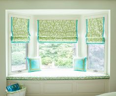 Love this window seat! and, turquoise and green together. House of Turquoise: Bella Interiors House Of Turquoise, Bay Window Decor, Window Seats, Window Nooks, Bay Window Treatments, Living Room Windows, Big Girl Rooms, Deco Design, Florida Home