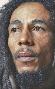 Bob Marley, serenidade, preocupação com seu povo e sua cultura sempre! Jah Bless.