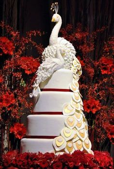 This 6 foot tall amazing cake was created by chef Michaud at the Four Seasons Hotel Hong Kong. Do you love?
