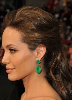 How To Wear Emerald Makeup, Pantone's Colour of the Year More