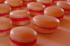 Himbeermacarons, ein schönes Rezept aus der Kategorie Backen. Bewertungen: 16. Durchschnitt: Ø 4,1.