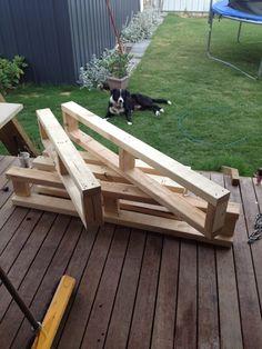 Cómo hacer una cama para tu jardín - construir los módulos Diy Garden Furniture, Balcony Furniture, Diy Outdoor Furniture, Outdoor Decor, Outdoor Daybed, Outdoor Seating, Outdoor Ideas, Outdoor Spaces, Indoor Outdoor
