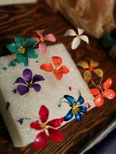 Wire and nail polish flowers DIY Nail Polish Marbled Pumpkins DIY Nail Polish Rack! Nail Polish Flowers, Nail Polish Jewelry, Nail Polish Crafts, Nail Polish Art, Nail Art, Wire Crafts, Jewelry Crafts, Diy And Crafts, Wire Flowers
