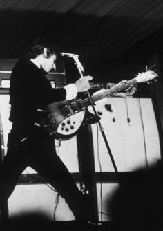 Pete Townshend of The Who smashes his Rickenbacker 1998 model guitar against a microphone stand while performing on stage at Windsor National Jazz and Blues Festival, UK, July 60s Music, Music Pics, Great Bands, Cool Bands, Rickenbacker Guitar, 60s Rock, Punk Rock, Famous Guitars, Pete Townshend